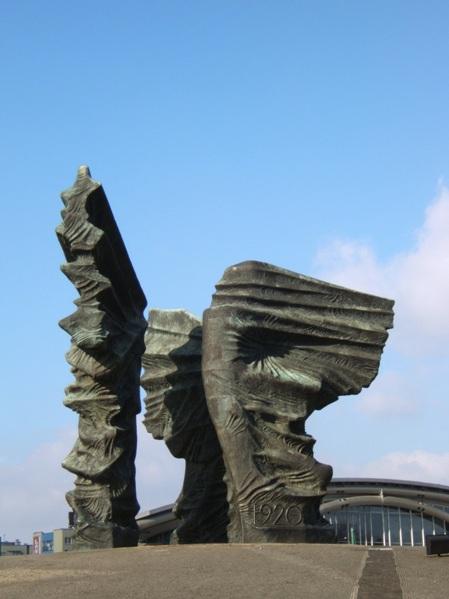 pomnik_powstan_slaskich_zrodlo_WIKIPEDIA