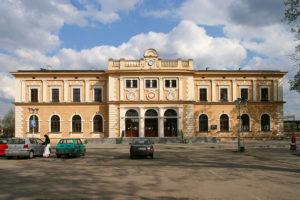 800px-Tarnowskie_Góry_-_Dworzec_PKP_02