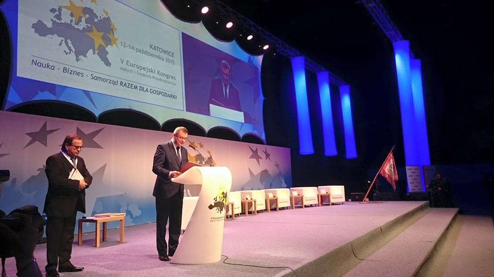 Jerzy Polaczek odczytuje list Prezydenta RP Andrzeja Dudy na V Europejskim Kongresie Małych i Średnich Przedsiębiorstw w Katowicach
